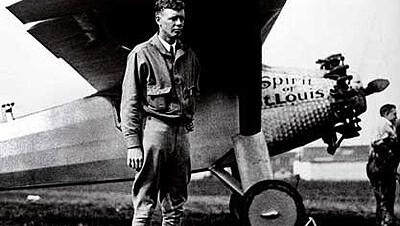 Кто первым совершил в одиночку беспосадочный перелет через Атлантику?